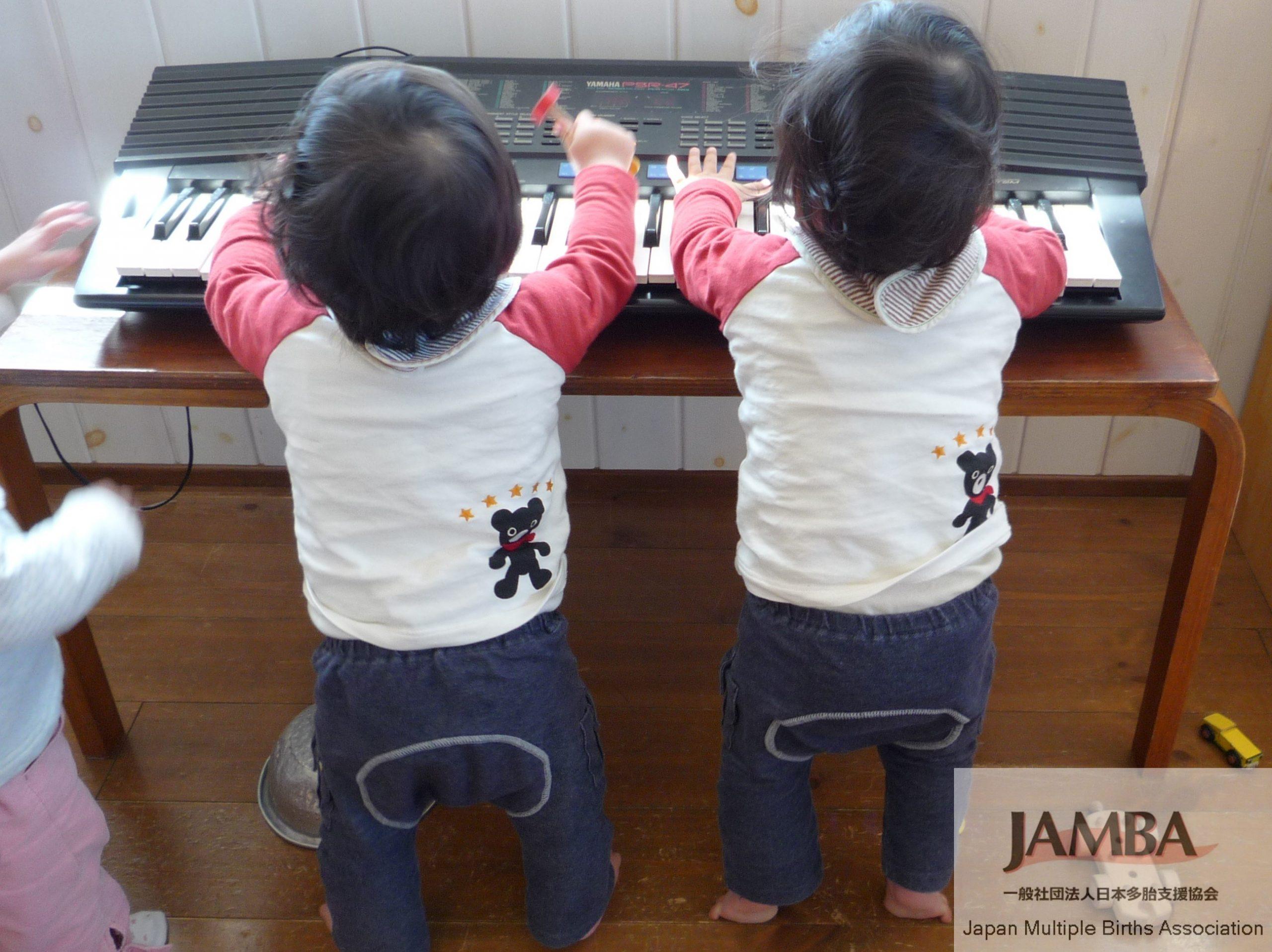 1歳4か月の双子 (2019年2月22日)